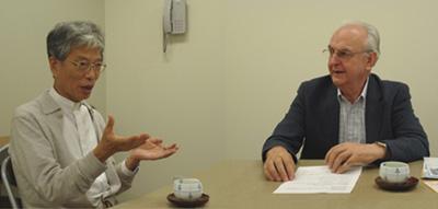 岡田武夫大司教(左)ピエール・ペラール神父(右)
