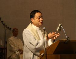 説教をする関口教会主任 山本量太郎神父