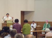 岡田武夫大司教(右) 輿石勇NCC議長(中央)加藤英雄神父(左)