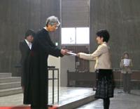 研修会に先たち行われた、教区立幼稚園等の新入職員への辞令授与