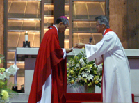 ペトロ岡田大司教にも祝いと祈りの言葉が送られる