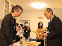 幸田和生司教(左)、光延一郎神父(右)