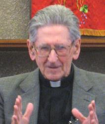 エセイサバレナ・トマス神父