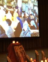 スクリーンに映し出される同慶寺の様子